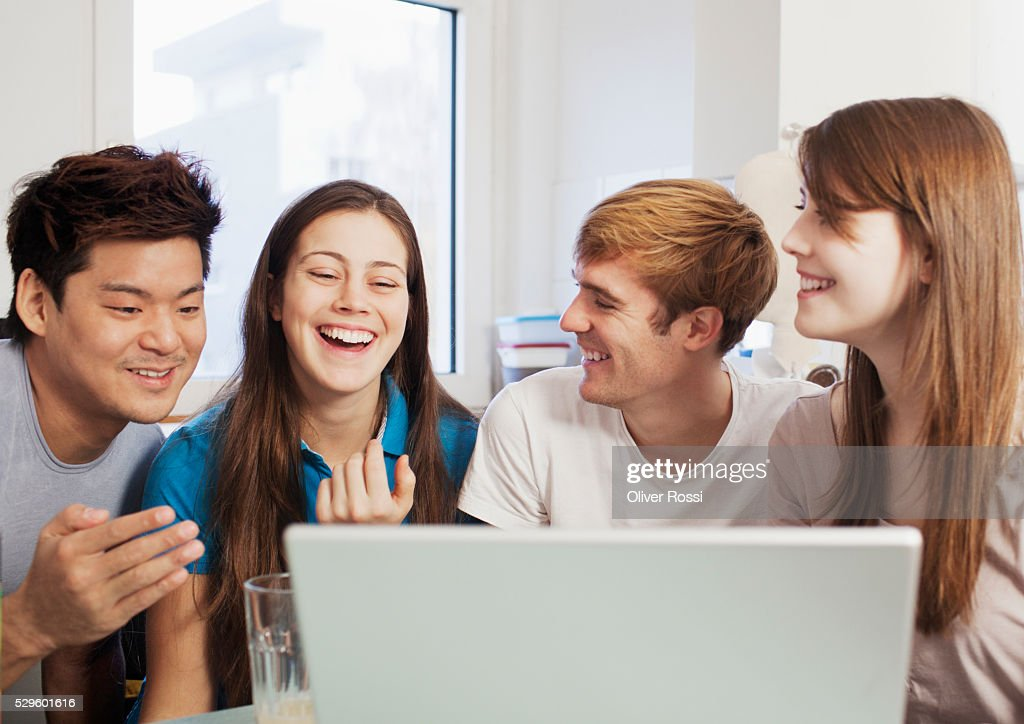 Friends (16-19) hanging out : Stock Photo