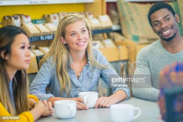 Amis ayant café