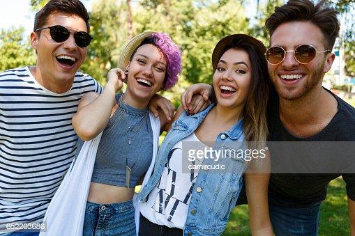 Freunde, die Spaß im freien : Stock-Foto