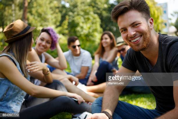 Freunde, die Spaß im freien