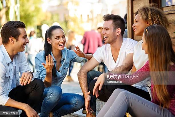 Amigos se divertir ao ar livre