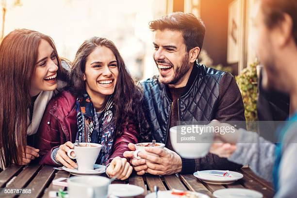 Amis au café
