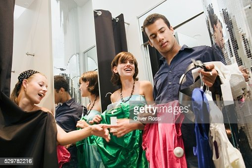 Friends in clothing store dressing room : Stockfoto