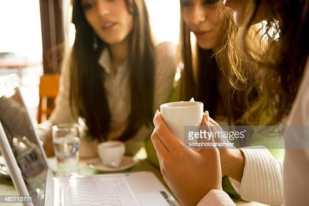 ご友人とご一緒にコーヒーショップ