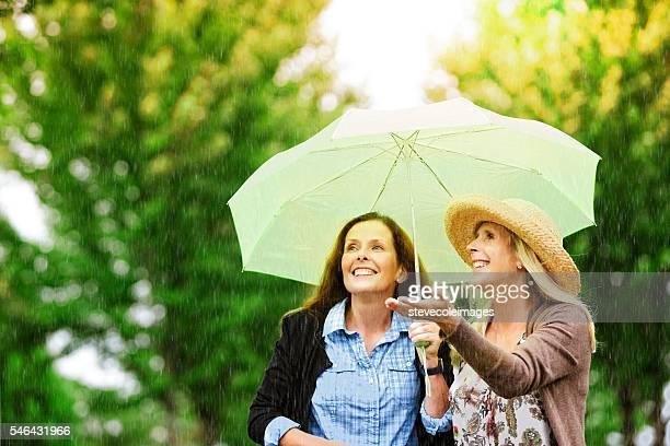 Freunde im Regen