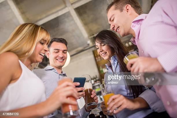 Freunde auf sozialen Netzwerken ausgehen