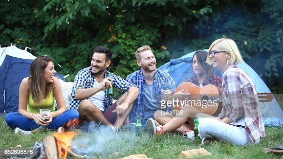 Friends on camping : Stockfoto