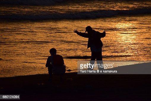 Friends on the sunset beach : ストックフォト