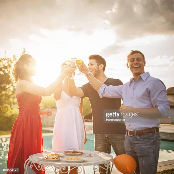 Amis faire la fête et 5 à 7 «happy hour»