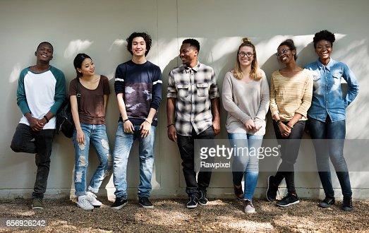 Diversidad de trabajo en equipo grupo de personas amigos : Foto de stock
