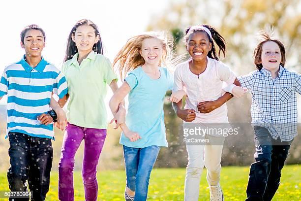 Freunde Spielen im Park