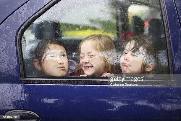 3 friends playing in a car