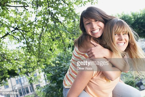 Friends Playing Piggyback Rides : Stockfoto