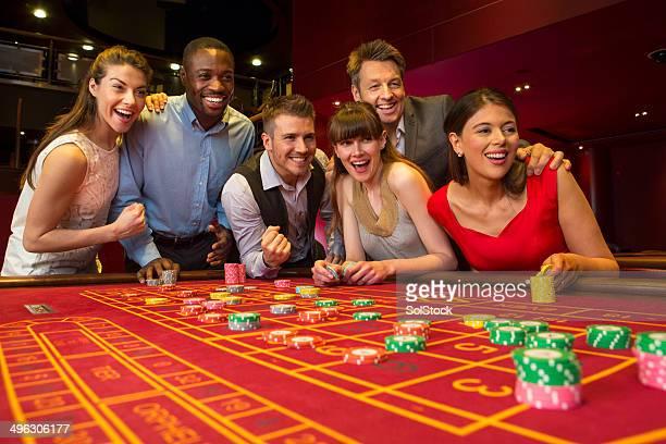 Freunde spielen Roulette