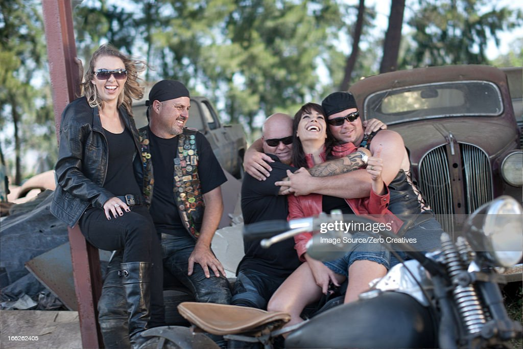 Friends relaxing by vintage cars : Stock Photo
