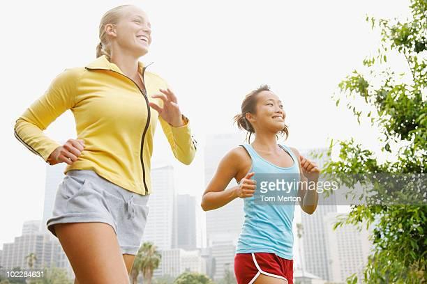 Freunde Laufen in der städtischen park