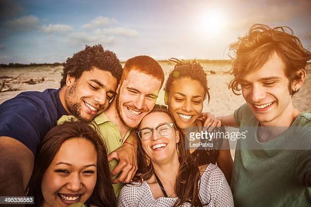 Amigos selfie en la playa