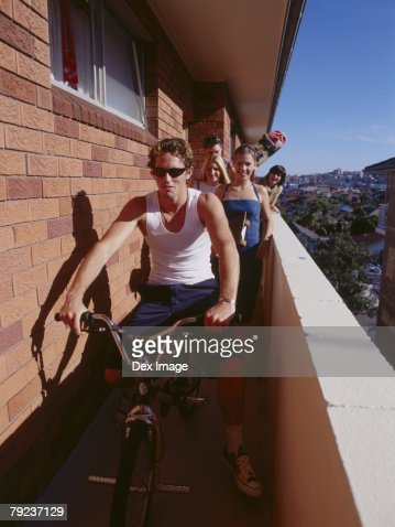Friends setting off to have fun : Stock Photo