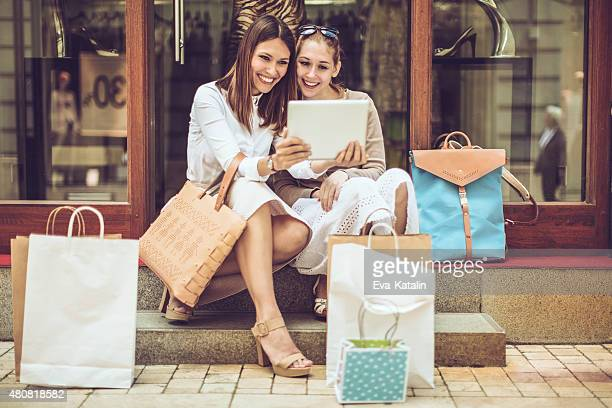 Amigos, fazer compras juntos