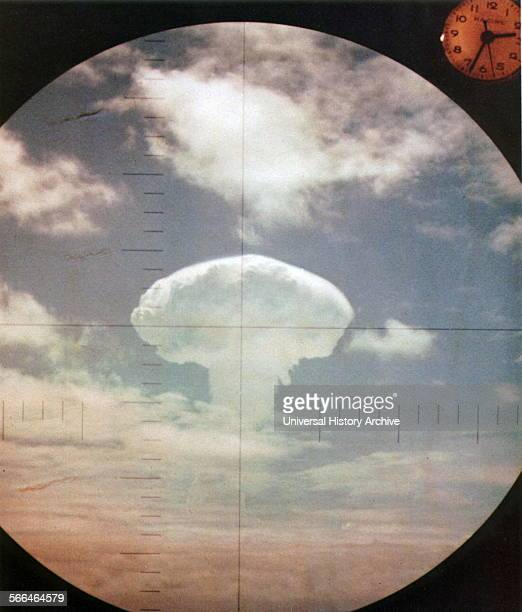Frigate Bird' nuclear explosion through the periscope of the submarine USS Carbonero off Johnson Atoll 6 May 1962