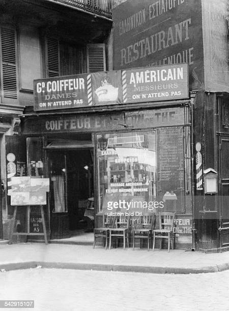 Friseursalon in Paris der auch einen TeeSalon unterhält veröffentlicht in Tempo Foto Heinrich Guttmann
