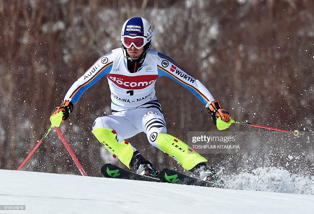Fritz Dopfer of Germany skies down the course during the FIS Ski World Cup 2015/2016 men's slalom competition first run at the Naeba ski resort in Yuzawa town, Niigata prefecture on February 14, 2016. AFP PHOTO / TOSHIFUMI KITAMURA / AFP / TOSHIFUMI KITAMURA