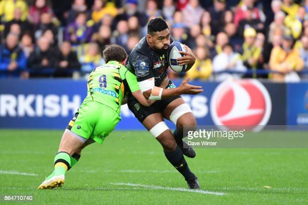 Fritz Lee of Clermont and Nic Groom of Northampton during the European Rugby Champions Cup match between Clermont Auvergne and Northampton Saints on...