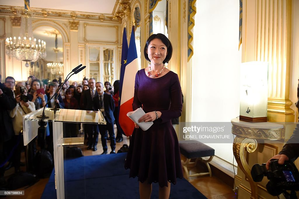 Frmer French Culture minister Fleur Pellerin smiles at the Culture ministry in Paris on February 12, 2016 during the transferal of powers to newly appointed French Culture minister Audrey Azoulay . Audrey Azoulay was named new French Culture minister as French President Francois Hollande reshuffled his cabinet on February 11, 2016, naming Jean-Marc Ayrault foreign minister and adding several ecologists to government as he seeks to widen his political base ahead of a presidential poll in 2017. AFP PHOTO / LIONEL BONAVENTURE / AFP / LIONEL BONAVENTURE