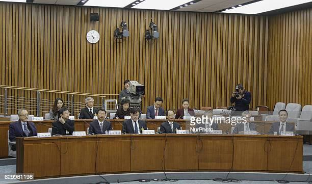 From front left Cha Gwang Nyeol of Cha Medical center chairman Kim Sang Man of President medical consultant Kim Seok Kyun of the National Maritime...