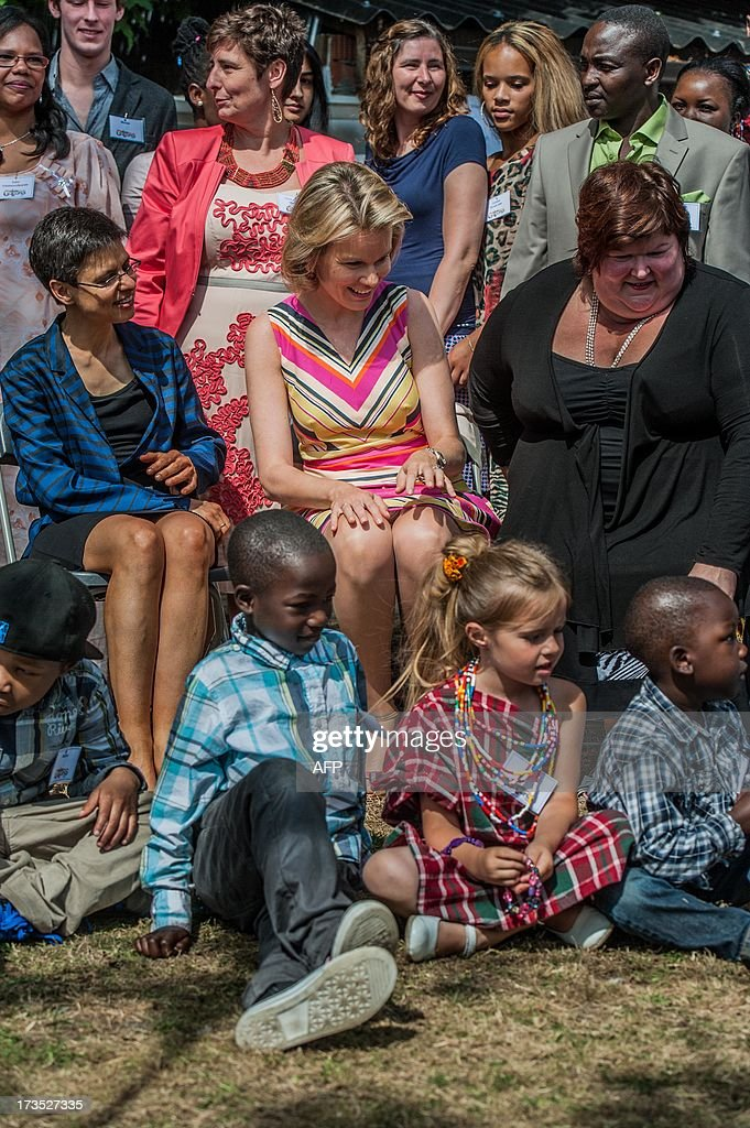 Antwerp Province Governor Cathy Berx, Princess Mathilde of Belgium and Belgian State Secretary for Asylum Policy, Migration and Social Integration Maggie De Block pose with youths on July 16, 2013 during a visit to the House of Colors, a shelter for youths and children in crisis situations, in Vosselaar. AFP PHOTO / BELGA / JONAS ROOSENS - BELGIUM OUT -