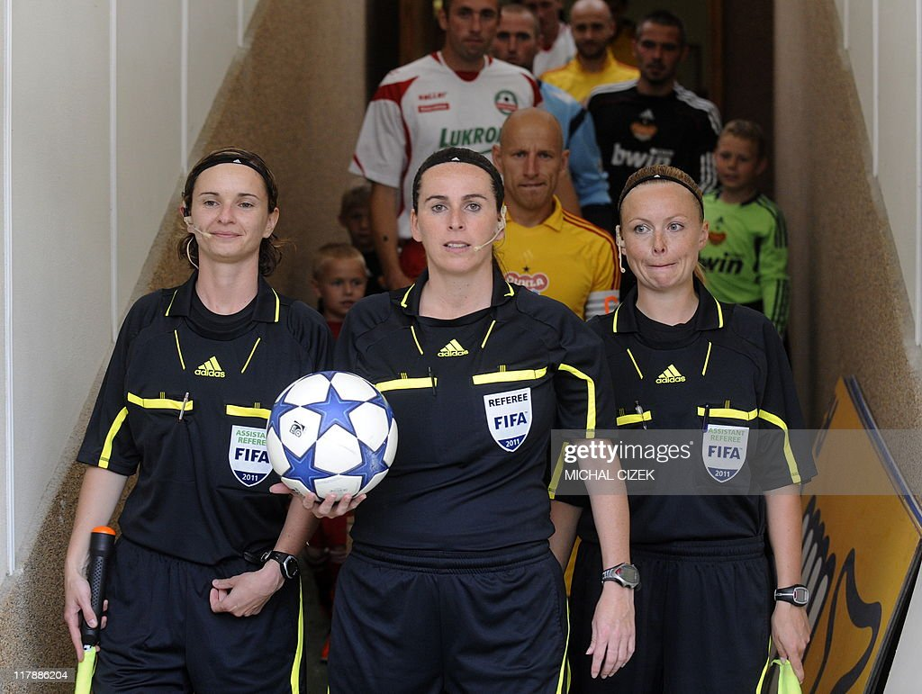 From left: Czech women referees Lucie Ra : News Photo
