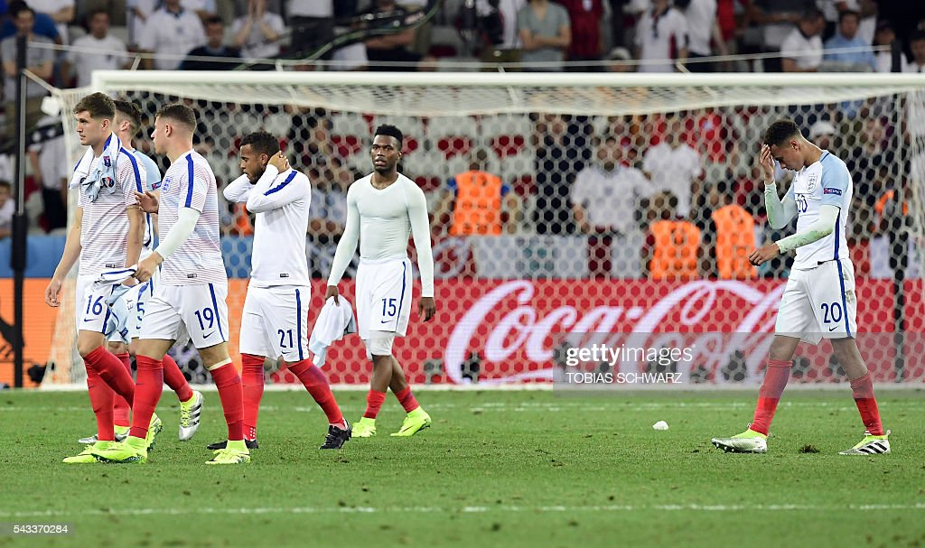 England's defender John Stones, England's defender Gary Cahill, England's midfielder Ross Barkley, England's forward Daniel Sturridge and England's midfielder Dele Alli walks off the pitch after England lost 2-1 to Iceland in the Euro 2016 round of 16 football match between England and Iceland at the Allianz Riviera stadium in Nice on June 27, 2016. / AFP / TOBIAS