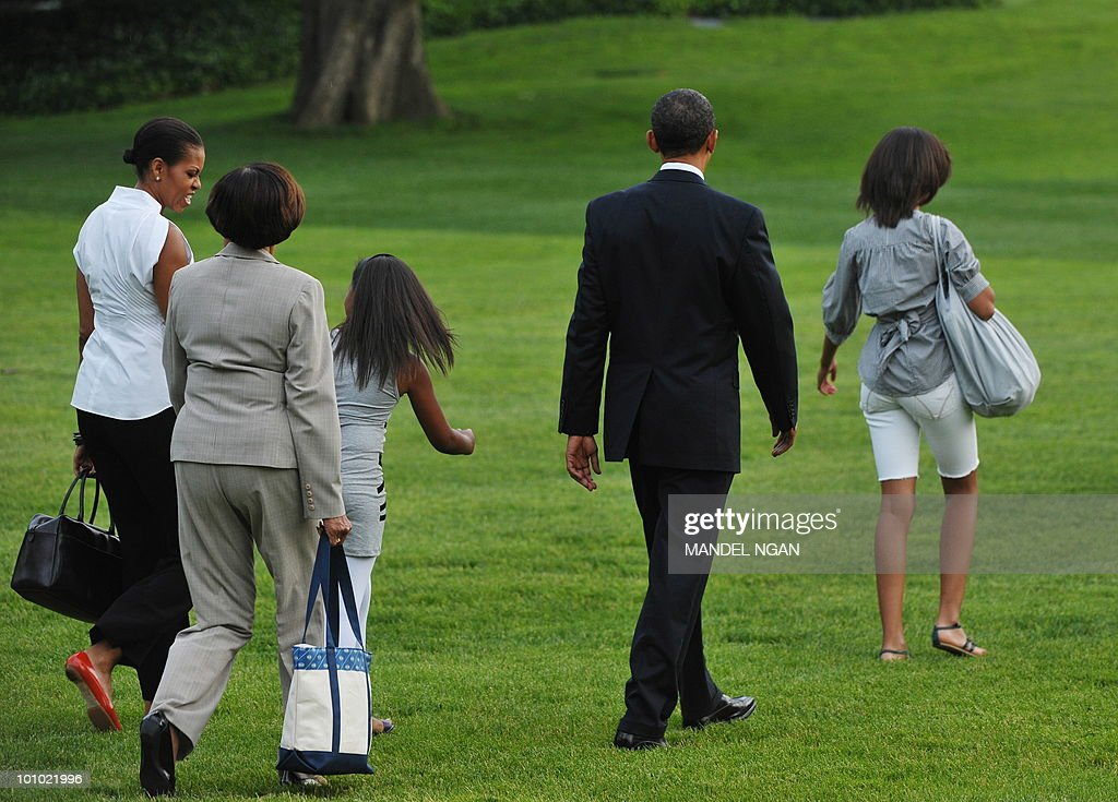 First Lady Michelle Obama, her mother Marian Robinson, daughter Sasha, US President Barack Obama, and daughter Malia make their way to board Marine One May 27, 2010 on the South Lawn of the White House in Washington, DC. Obama and his family were heading to Chicago to spend the Memorial Day weekend. AFP PHOTO/Mandel NGAN