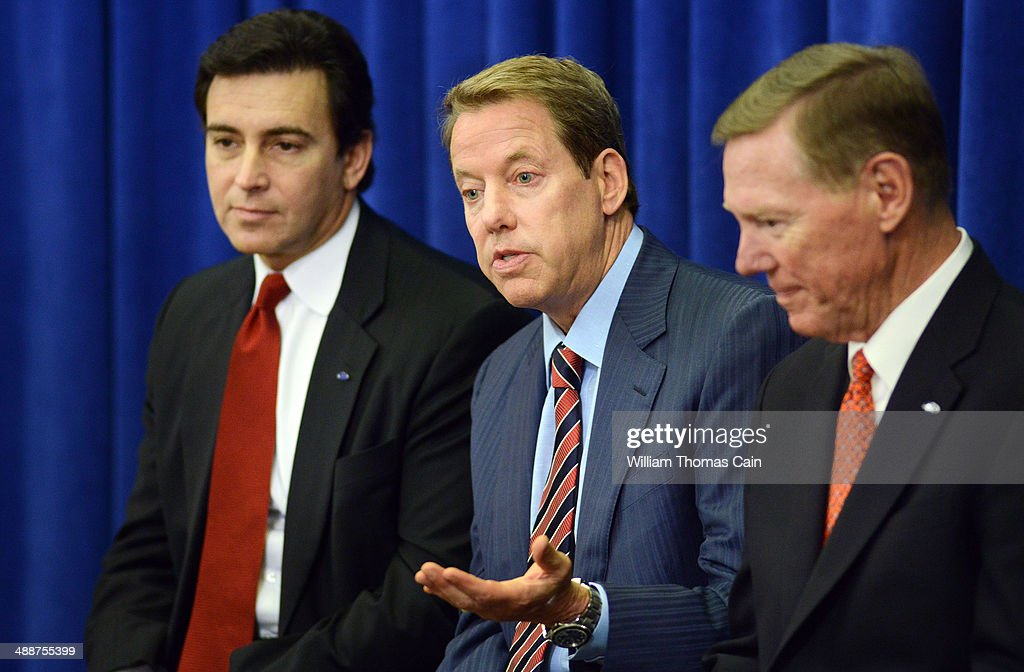 From left Ford Chief Operating Officer Mark Fields President and CEO Alan Mulally and Chairman of the Board William Ford speak with the media after...