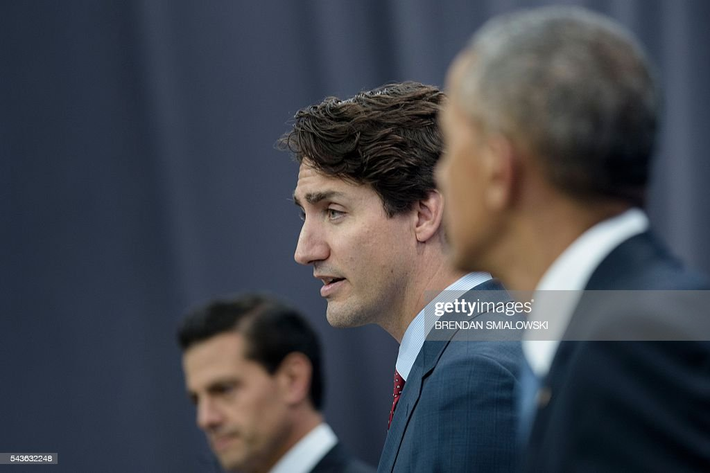From left Mexican President Enrique Pena Nieto, Canadian Prime Minister Justin Trudeau and US President Barack Obama speak during a press conference at the North American Leaders Summit at the National Gallery of Canada June 29, 2016 in Ottawa, Ontario. / AFP / Brendan Smialowski