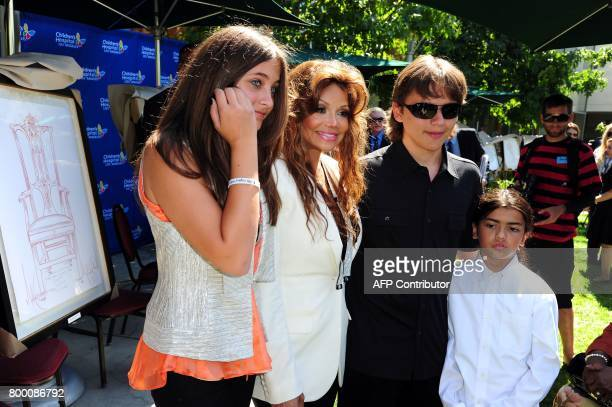 Paris Jackson LaToya Jackson Prince Jackson and Blanket Jackson attend a ceremony to honor their father and brother the late King of Pop Michael...