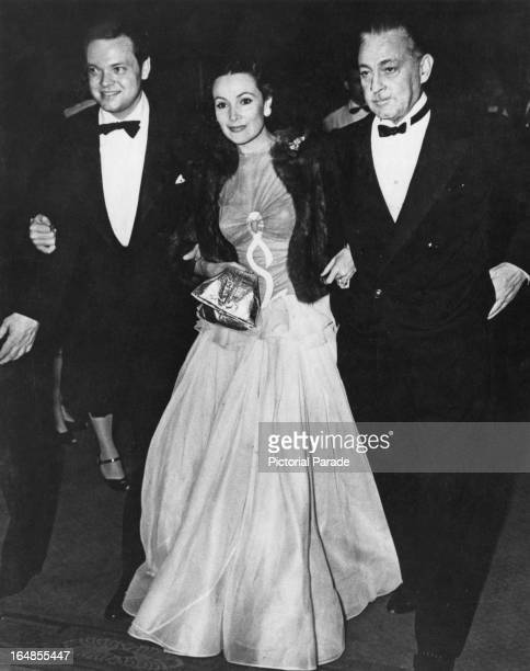 From left to right American actor writer director and producer Orson Welles his partner actress Dolores del Rio and actor John Barrymore at a...