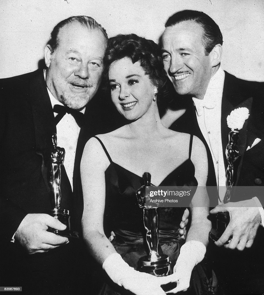 From left to right, American singer and actor Burl Ives (1909 - 1995), American actress Susan Hayward (1917 - 1975) and British actor David Niven (1910 - 1983) pose together holding their Oscars at the Academy Awards, Los Angeles, California, 6th April 1959. They won Best Supporting Actor, Best Actress and Best Actor, respectively.