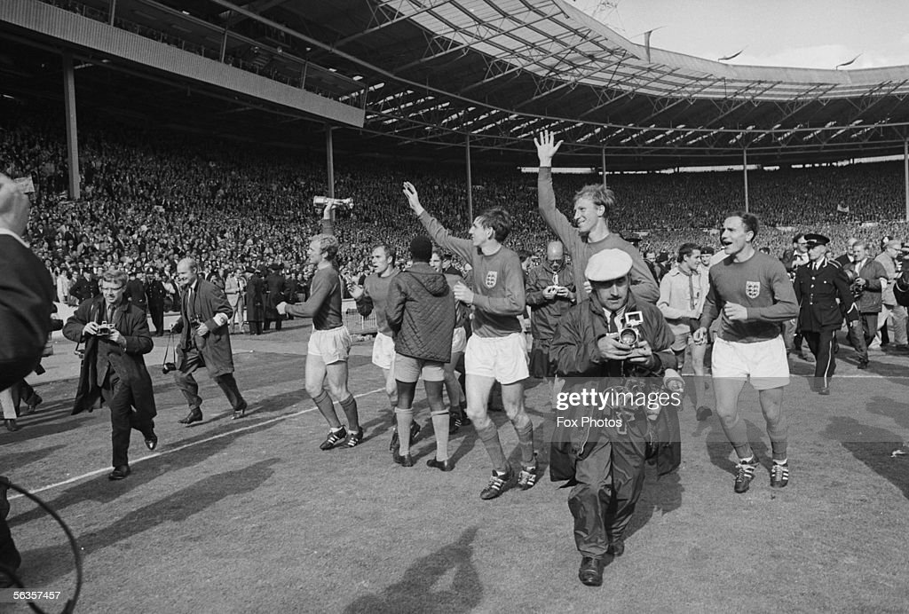From left to right, <a gi-track='captionPersonalityLinkClicked' href=/galleries/search?phrase=Bobby+Moore&family=editorial&specificpeople=206646 ng-click='$event.stopPropagation()'>Bobby Moore</a>, <a gi-track='captionPersonalityLinkClicked' href=/galleries/search?phrase=Alan+Ball+-+World+Cup+Winner&family=editorial&specificpeople=213401 ng-click='$event.stopPropagation()'>Alan Ball</a>, George Cohen, Jack Charlton and <a gi-track='captionPersonalityLinkClicked' href=/galleries/search?phrase=Martin+Peters&family=editorial&specificpeople=643328 ng-click='$event.stopPropagation()'>Martin Peters</a> do a lap of honour at Wembley after beating West Germany 4-2 in the final of the World Cup, 30th July 1966.