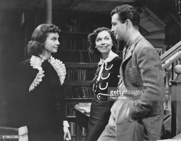 From left to right British actress Vivien Leigh with costars Maureen O'Sullivan and Robert Taylor during the filming of 'A Yank at Oxford' at the...