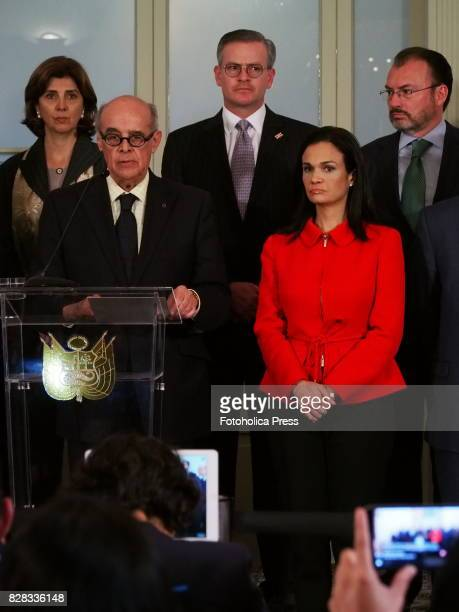 From left to right Chancellors Maria Angelica Holguin from Colombia Ricardo Luna from Peru Manuel Gonzalez Sanz from Costa Rica Isabel de Saint Malo...