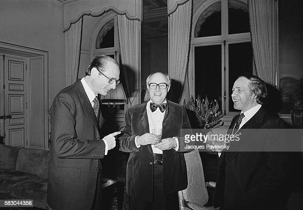 French Prime Minister Jacques Chirac Mstislav Rostropovitch and Pierre Boulez chat after the City of Paris Gold Medal award ceremony Russian cellist...