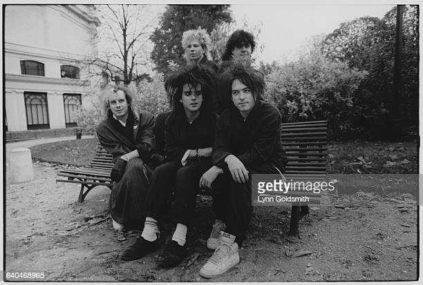 Front row Porl Thompson Robert Smith and Simon Gallup Back row Boris Williams and Lol Tolhurst