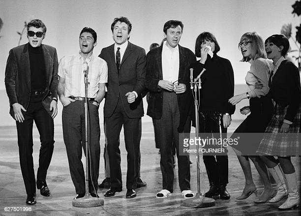Johnny Hallyday Sacha Distel JeanPierre Cassel Maurice Biraud and Juliette Greco perform during television show 'Sacha Show'