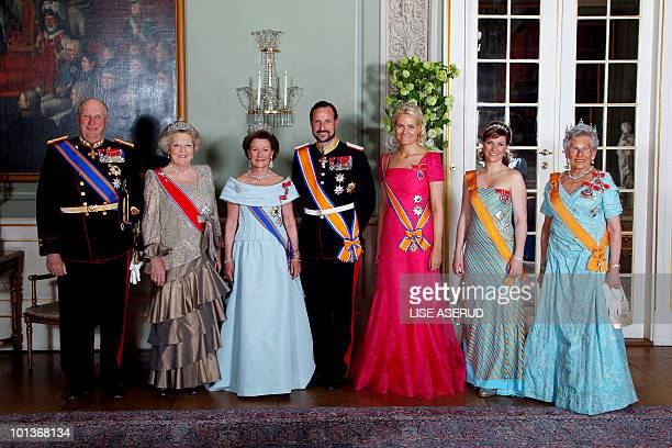 From left to right King Harald of Norway Queen Beatrix of the Netherlands Queen Sonja of Norway Crownprince Haakon Crownprincess MetteMarit princess...