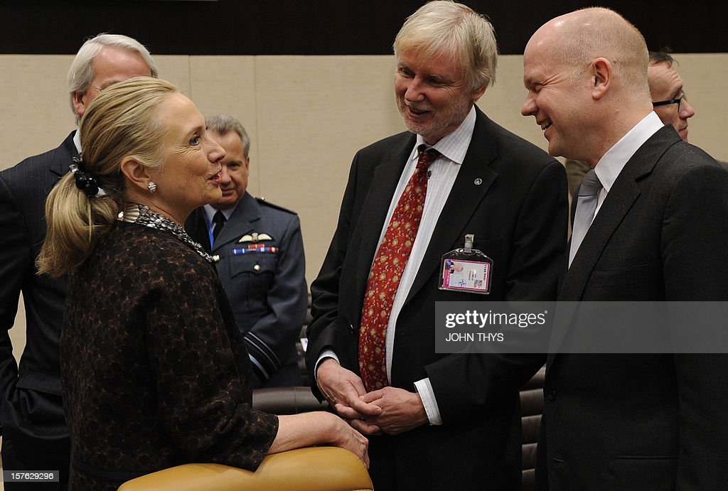 US Secretary of State Hillary Clinton speaks with Finnish Foreign Minister Erkki Sakari Tuomioja and British Foreign and Commonwealth Affairs Secretary William Hague on December 5, 2012 during a Non-NATO ISAF Contributing Countries meeting on the second and last day of talks between foreign ministers from the 28 North Atlantic Treaty Organization (NATO) member countries at organization headquarters in Brussels. NATO ministers are to discuss Syria as well as Afghanistan, Russia-NATO ties and the situation in Georgia and the Balkans. AFP PHOTO / JOHN THYS