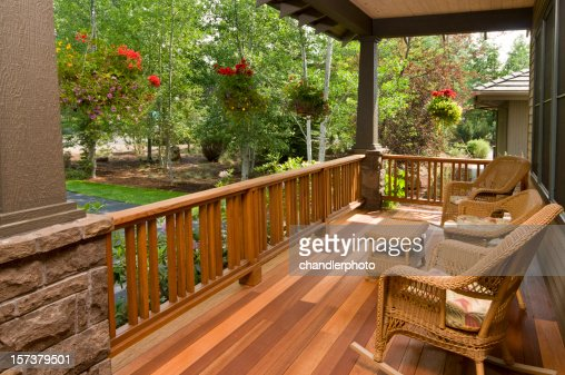 Front deck with wicker chairs