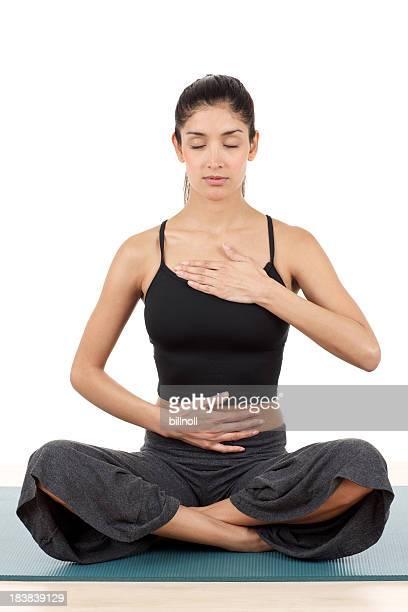 Vue de face de la Belle femme en position de yoga