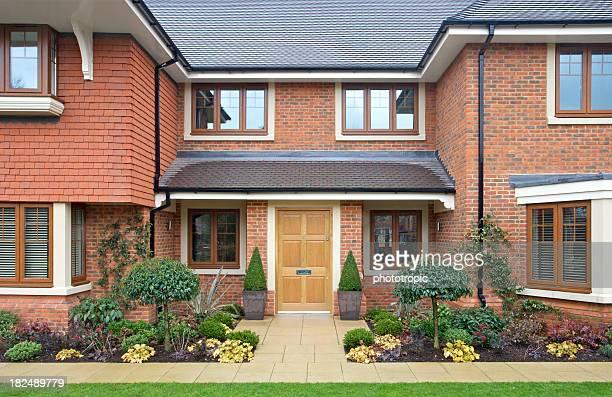 Vorderansicht eines modernen teures Haus