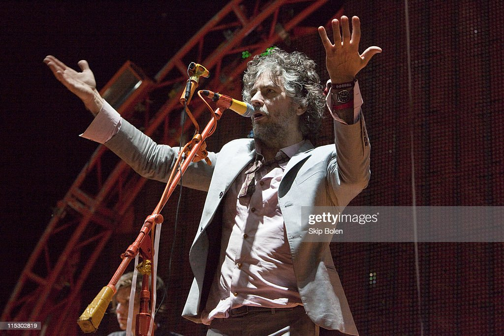 Frontman Wayne Coyne of The Flaming Lips performs at the 2009 Voodoo Experience at City Park on November 1, 2009 in New Orleans, Louisiana.
